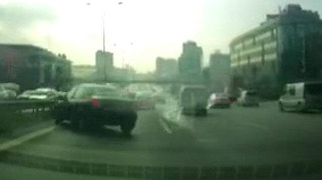 E-5'te faciadan dönülen trafik kazası kamerada