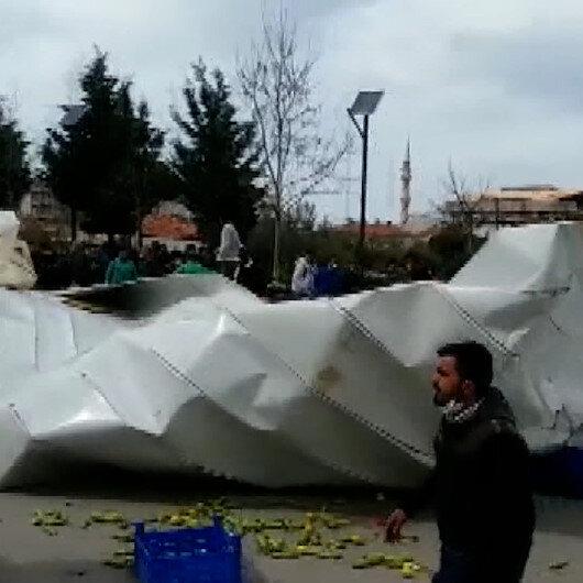 İzmirde fırtına: Kültür merkezinin çatısı pazaryerinin üzerine uçtu