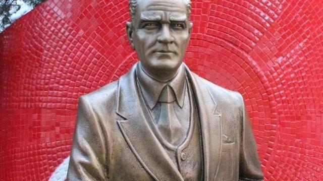 CHP'li İzmit Belediyesi 72 bin TL'ye heykel yaptırdı