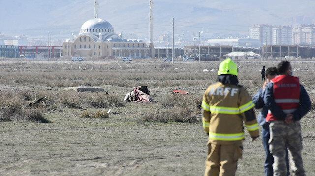 Konya'da kaza kırıma uğrayan Türk Yıldızları'na ait uçağın enkazında incelemeler sürüyor