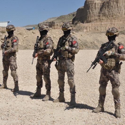 Afyonkarahisarda Özel Harekat polislerinin eğitim faaliyetleri nefes kesti