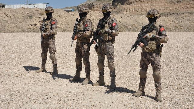 Afyonkarahisar'da Özel Harekat polislerinin eğitim faaliyetleri nefes kesti