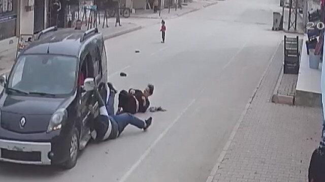 Adana'da kapkaççı telefonunu çaldığı kişiyi ve abisini metrelerce sürükledi