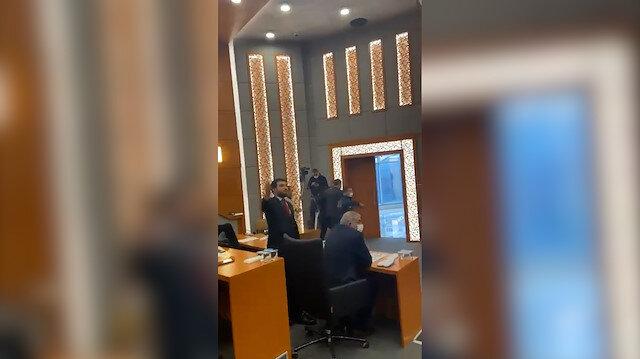 Esenyurt Belediye Meclisinde canlı yayın yapan basın mensupları zorla dışarı çıkarıldı