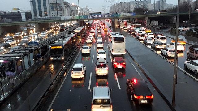 İstanbul'da trafik kilit: Yoğunluk yüzde 70'i aştı