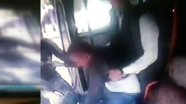Adana'da ücret ödemeden otobüse binen iki genç, şoförü darbetti