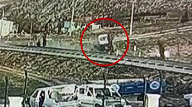 Ambulans ile otomobilin kafa kafaya çarpıştığı feci kaza kamerada
