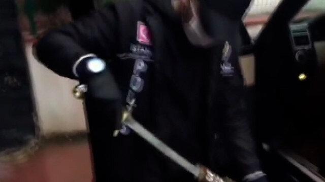 Sedat Peker'in evindeki arama görüntüleri paylaşıldı: Lüks cipten çıkan kılıç dikkat çekti