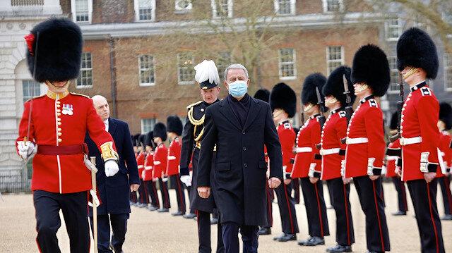 Milli Savunma Bakanı Hulusi Akar'dan İngiltere'ye ziyaret