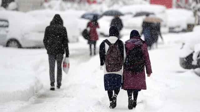 Kayseri'de kar yağışı nedeniyle yüz yüze eğitime bir gün ara verildi