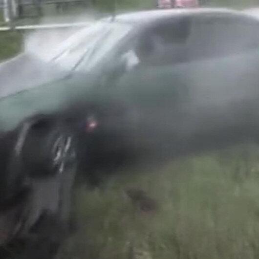 Kaza yapan sürücü şoka girince otomobilden vatandaşlar çıkardı
