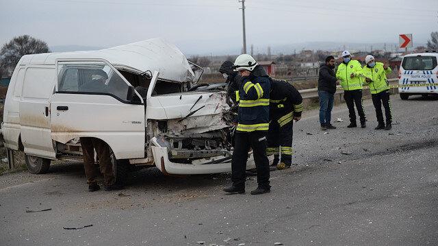 Eskişehir'de minibüs ile kamyonet çarpıştı: 7 kişi yaralandı