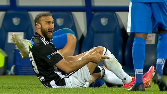 Beşiktaş'ta Cenk Tosun'un görüntüsü herkesi korkuttu: Milli yıldız sezonu kapattı