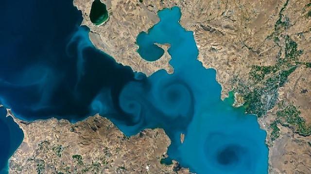 Kültür ve Turizm Bakanı Ersoy'dan NASA yarışmasındaki Van Gölü fotoğrafına destek çağrısı