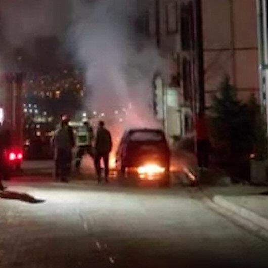 Kocaelideki park halindeki otomobil alev alev yandı