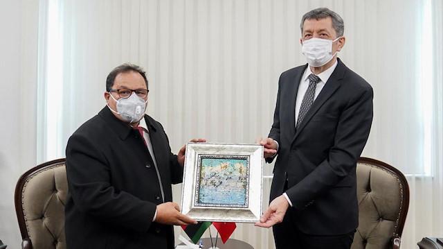 Milli Eğitim Bakanı Selçuk Libyalı mevkidaşıyla bir araya geldi