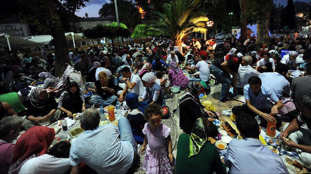 İçişleri Bakanlığı: Ramazanda kalabalıkların bir araya geldiği etkinlik ve iftar çadırlarına izin verilmeyecek