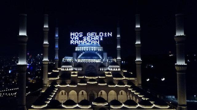 Çamlıca Camii'nde Ramazanın ilk mahyası yakıldı: Hoş Geldin Ya Şehri Ramazan