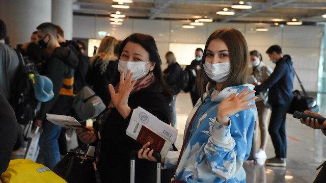 Rus tatilciler Türkiye'ye uçuş kısıtlamalarına tepkili: İmza kampanyası başlattılar