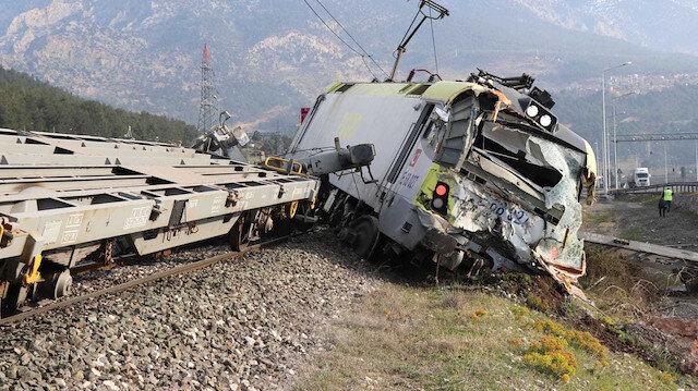 Adana'da iki yük treni çarpıştı: İki makinist yaralandı
