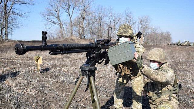 Donbas'ta ayrılıkçıların açtığı ateş sonucu bir Ukrayna askeri hayatını kaybetti