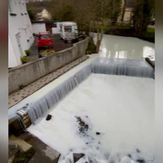 Gallerde süt akan nehri gören şaşkına döndü