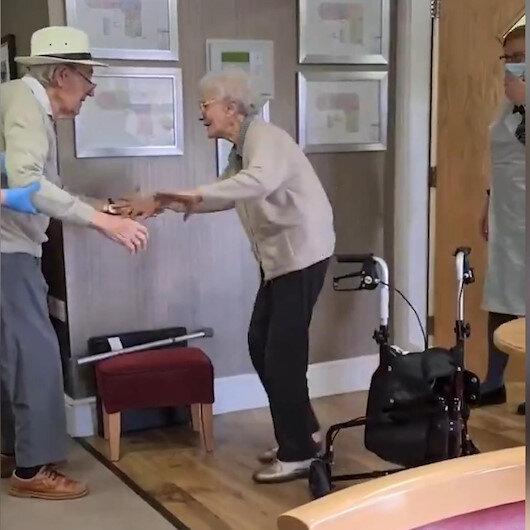 Kovid-19un ayırdığı İngiliz yaşlı çiftin aylar sonra duygulandıran buluşması kamerada