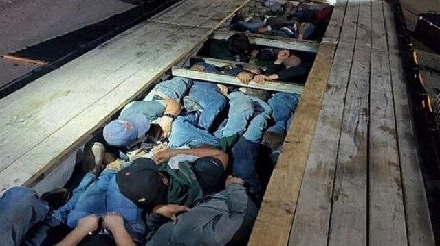 ABD-Meksika sınırında dramın fotoğrafı: Göçmenler TIR'ın gizli bölmesinden çıktı