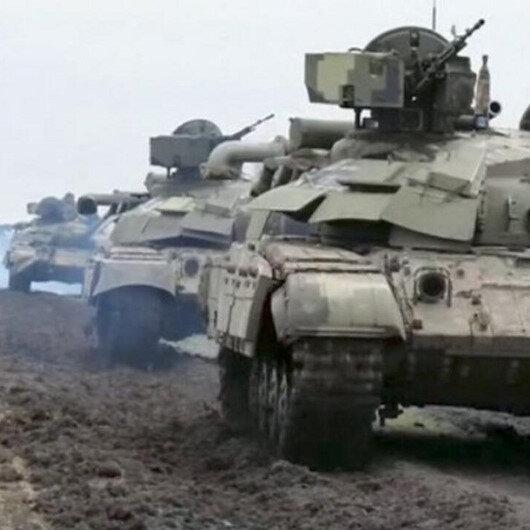 Rusya'dan yığınağa devam: Zırhlı araçlara savaş boyası
