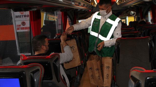 Bismil Belediyesi'nden yolculara iftarlık kumanya hizmeti