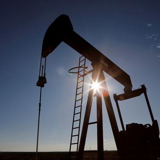 النفط يواصل الارتفاع و7 بالمئة مكاسبه الأسبوعية