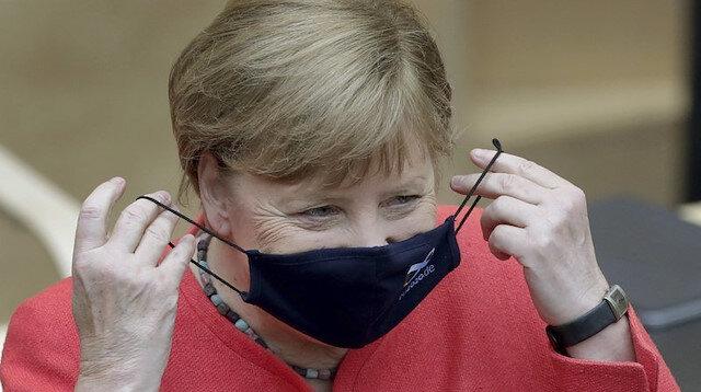 Almanya Başbakanı Merkel AstraZeneca aşısı oldu