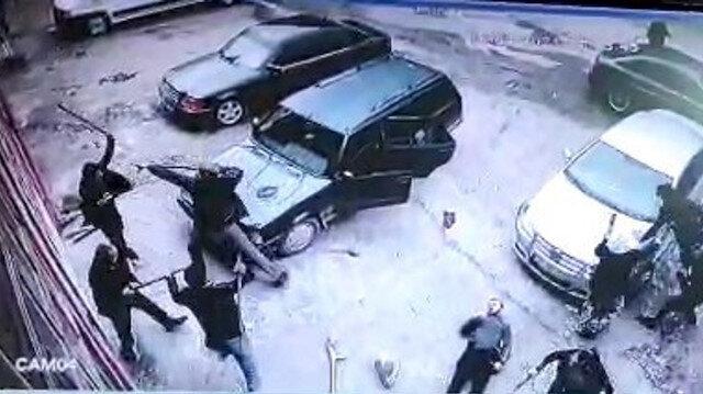 Kastamonu'da husumetli iki grubun taşlı sopalı kavgası kamerada