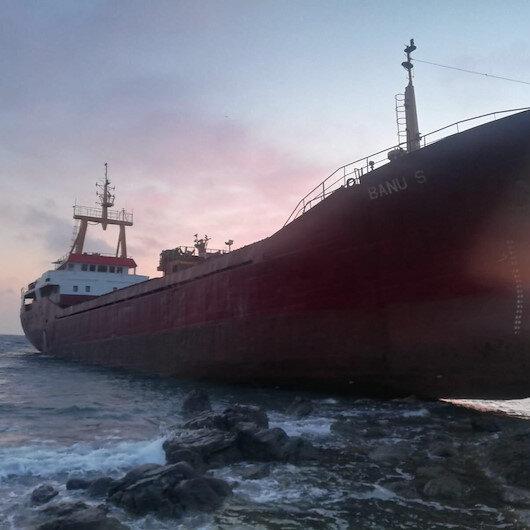 Çanakkalede kargo gemisi karaya oturdu