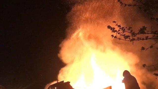 Bursa'da kafe olarak işletilen tarihi binada yangın çıktı