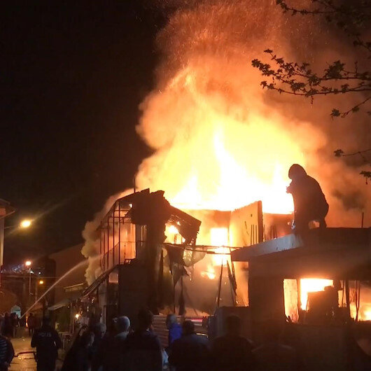 Bursada kafe olarak işletilen tarihi binada yangın çıktı
