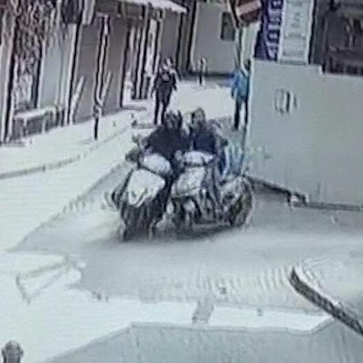 Bursada iki motosiklet böyle çarpıştı: Çarptığı sürücü acı içinde kıvranırken kaçtı