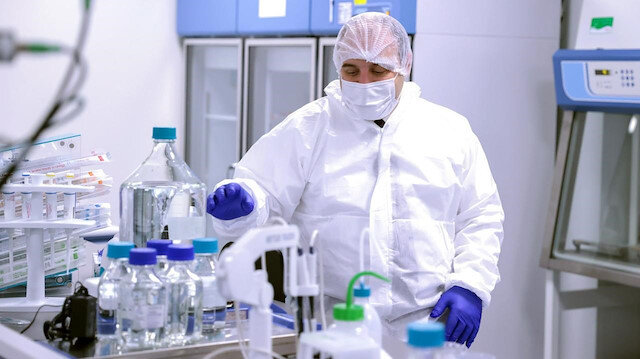 Sanayi Bakanı Varank yerli aşı için gönüllü oldu
