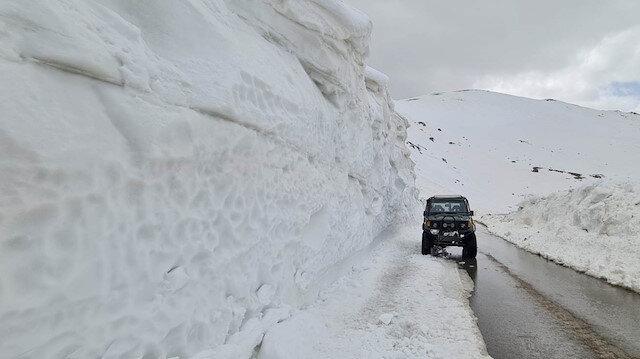 10 metre yüksekliğinde kar kütleleri temizlenerek yol ulaşıma açıldı