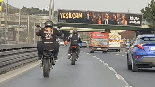 E-5'i boş buldular, motosikletleri ile şov yaptılar