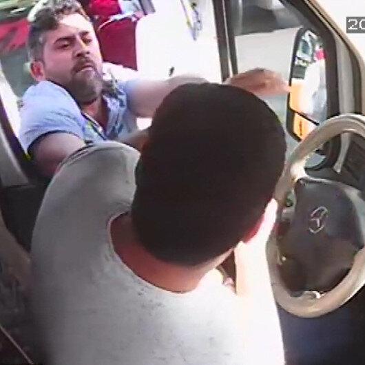 Minibüsçülerin hat kavgası araç içi kamerasına yansıdı