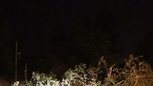 Denizli'de kuvvetli rüzgar yıktı geçti