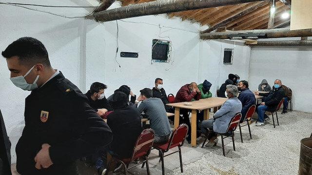 Jandarmadan tavuk çiftliğine kumar baskını: 37 kişiye ceza kesildi
