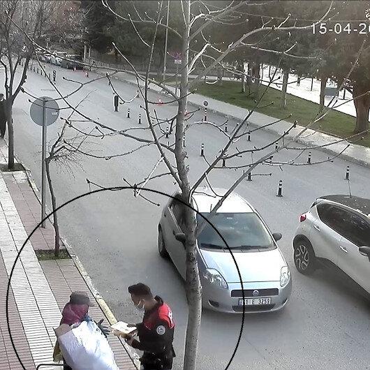Polis gönülleri fethetti: İftarlıklarını kağıt toplayıcı kadın ve çocuklarına dağıttılar