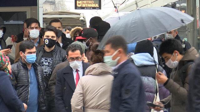 İstanbul'da kısıtlama öncesi sokaklarda insan seli