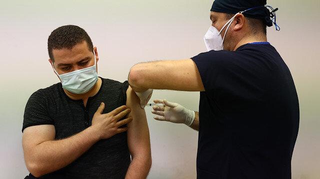 Koronavirüsle mücadele kapsamında uygulanan birinci ve ikinci doz toplam aşı miktarı 20 milyonu aştı