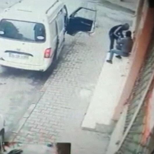 Dükkanını soymaya çalışan hırsızları son anda fark etti