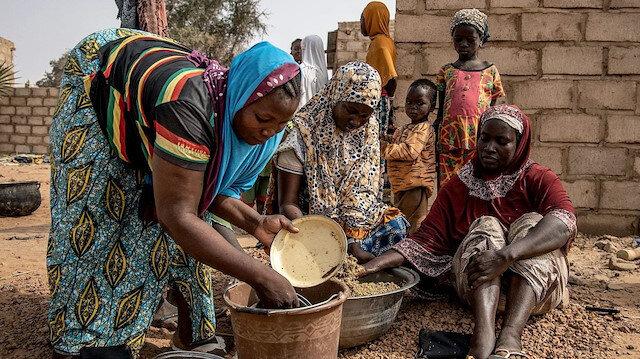 Almanya'daki Türkler camide veremedikleri iftarları Burkina Fasolu Müslümanlara gönderdi