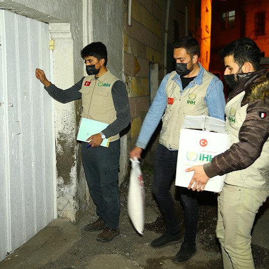 Nevşehir'de İHH'nın 'iyilik elçileri' her gece ihtiyaç sahiplerinin kapısını çalıyor