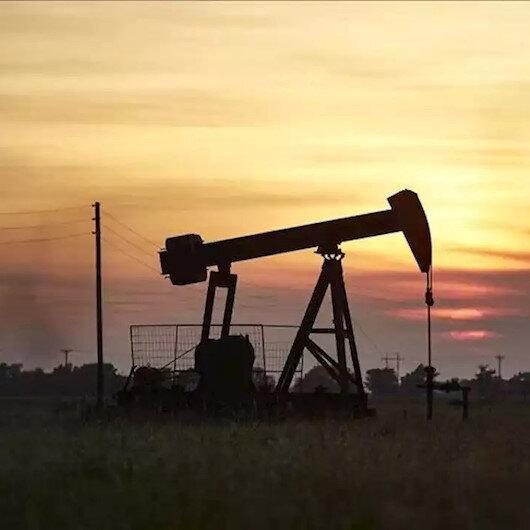 أسعار النفط تصعد لذروة عامين بدعم هبوط الدولار وتعافي الطلب
